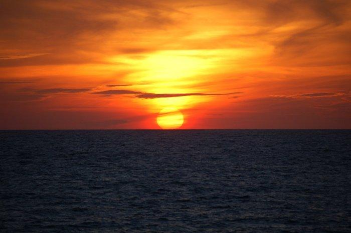 IMAGE(http://stuff.ermarian.net/arancaytar/images/sunsets/sunset-004-s.jpg)